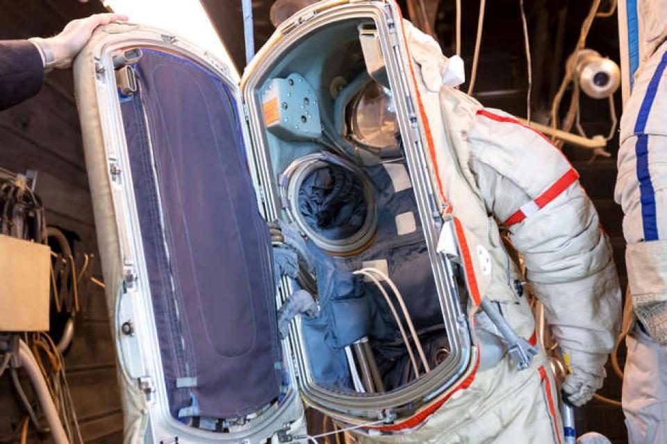 Люк скафандра (фото с сайта isicad.ru)