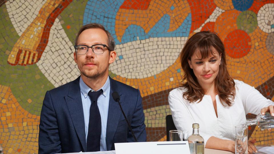 директор музея Антон Белов и главный куратор Кейт Фаул