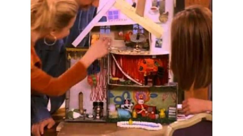 Если к таким высотам вы пока не готовы, то можно сделать кукольный дом