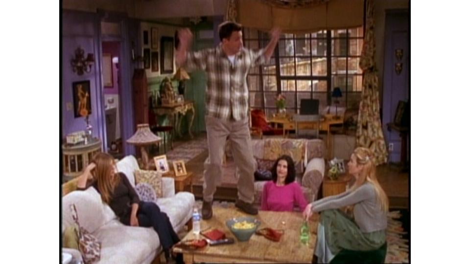 Чендлер танцует так, словно его никто не видит