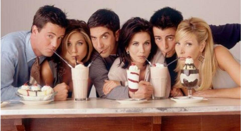 Сходить в кафе с друзьями- отличная затея!