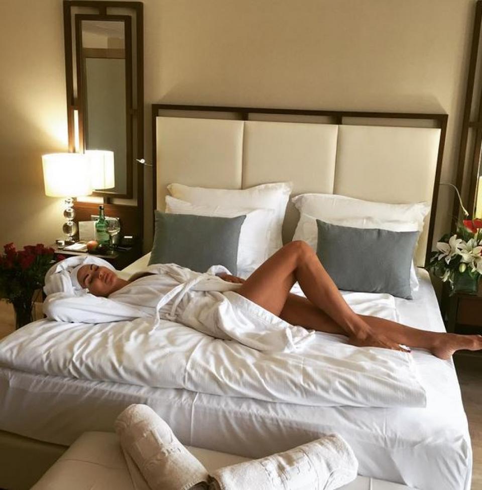 """На этом релакс-фото Эвелина Бледанс назвала себя """"упитанной дамой"""""""