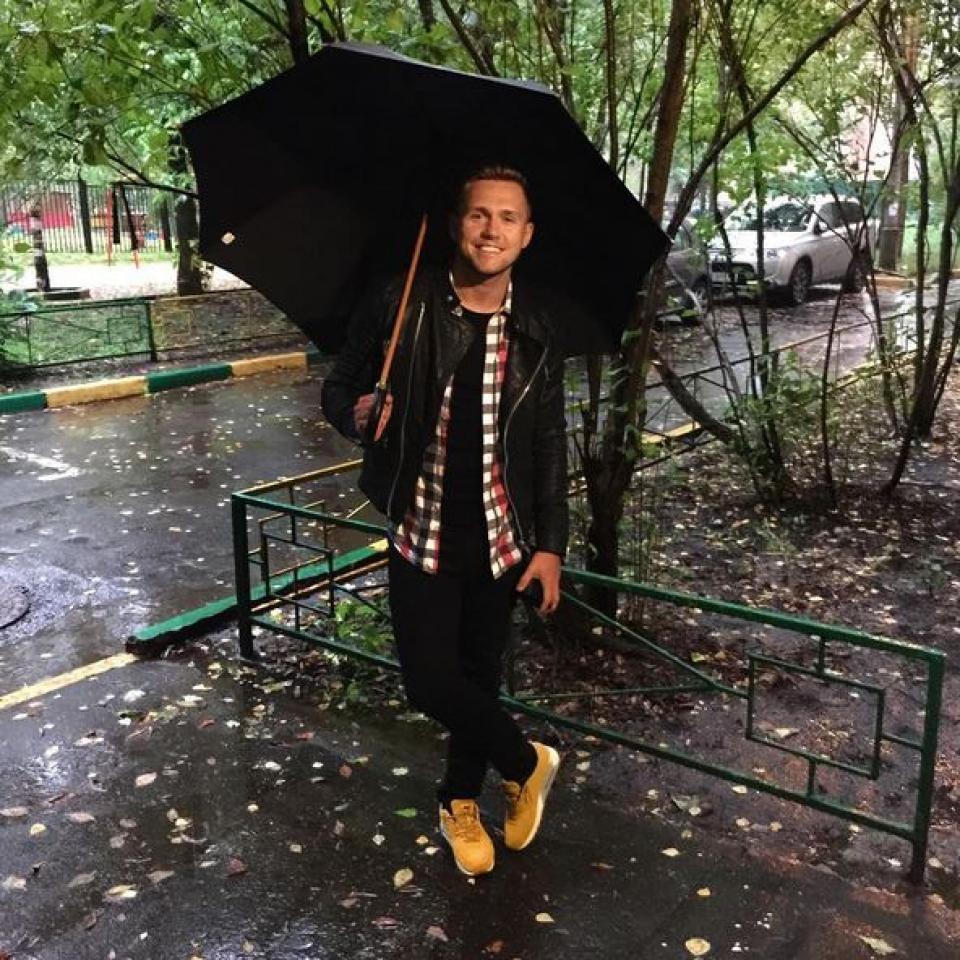 Владу Соколовскому и дождь нипочем. Айда гулять!