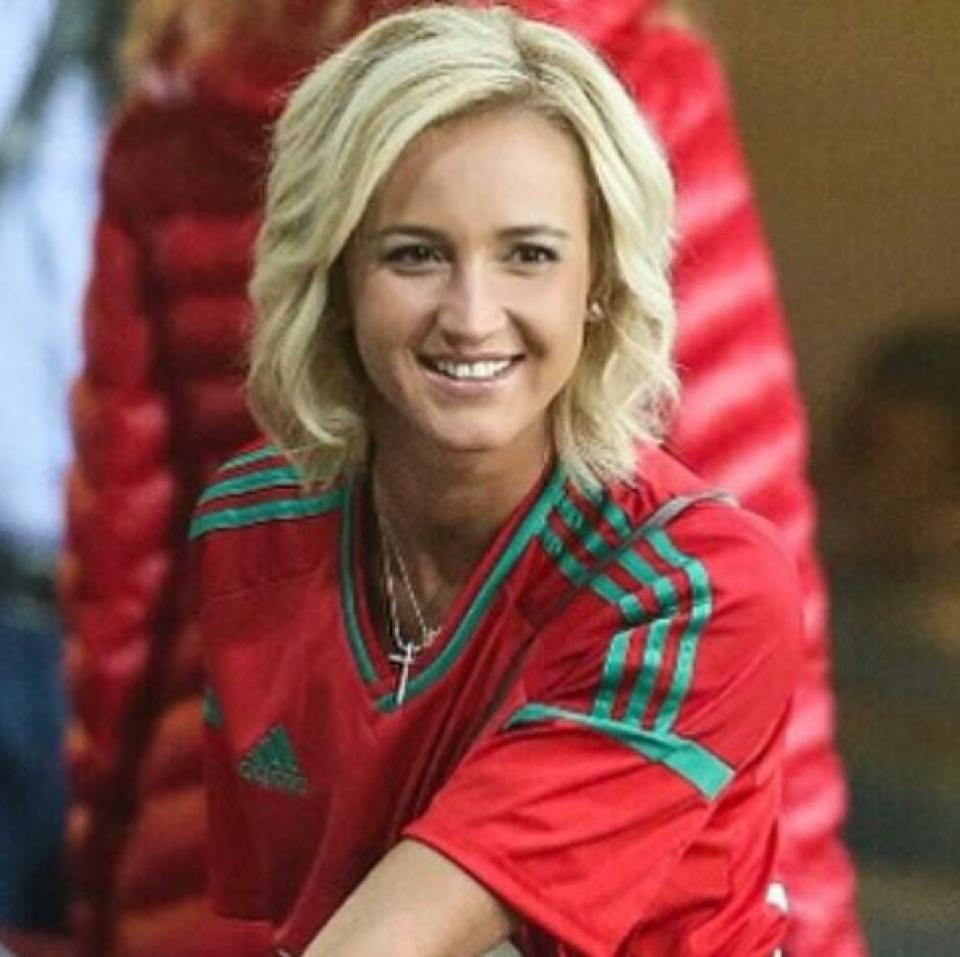 Ольга Бузова улыбается всегда. А на футболе — особенно!