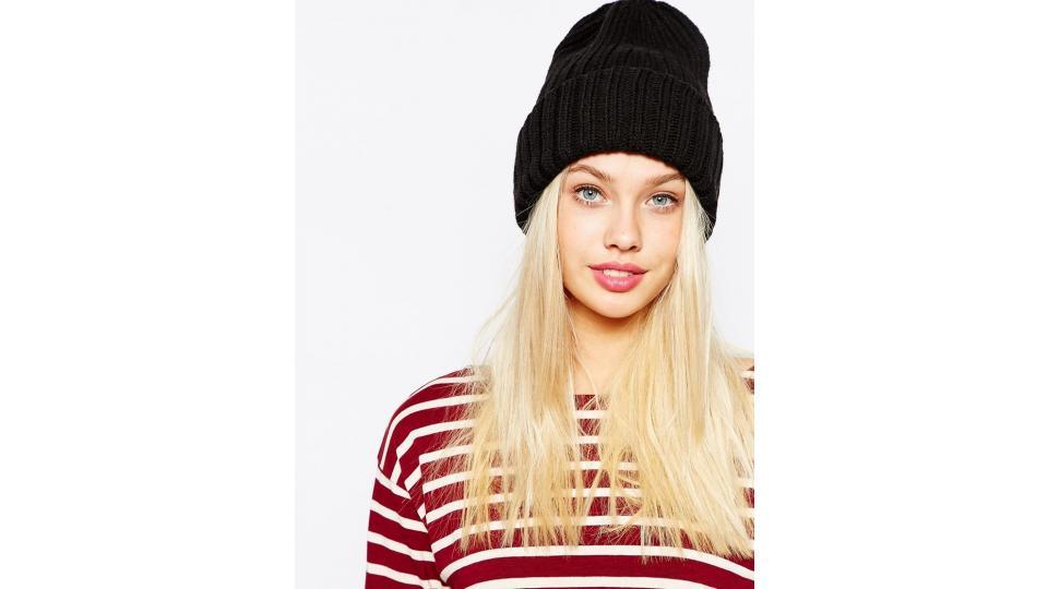 шапка Monki, 1112 руб.