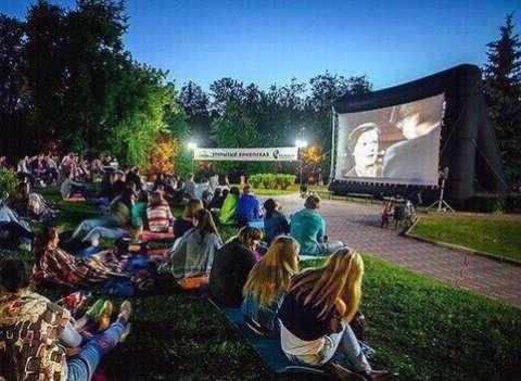 Фильмы под открытым небом: в Москве открылся сезон летних кинотеатров