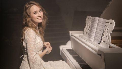 Клава Кока устроила большой сольный концерт