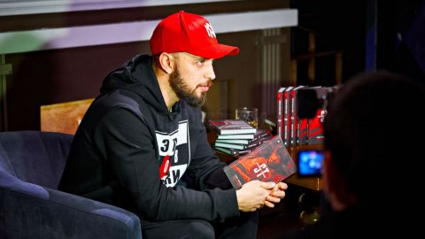 Рэпер ST презентовал книгу