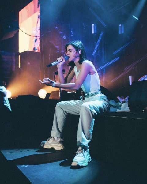 Елена Темникова устроила концерт для модников